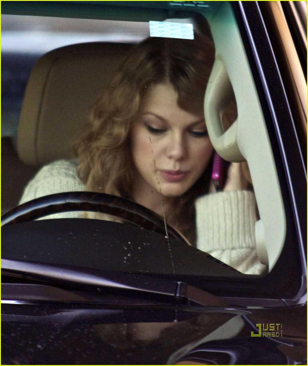taylor swift phone call car 032513740