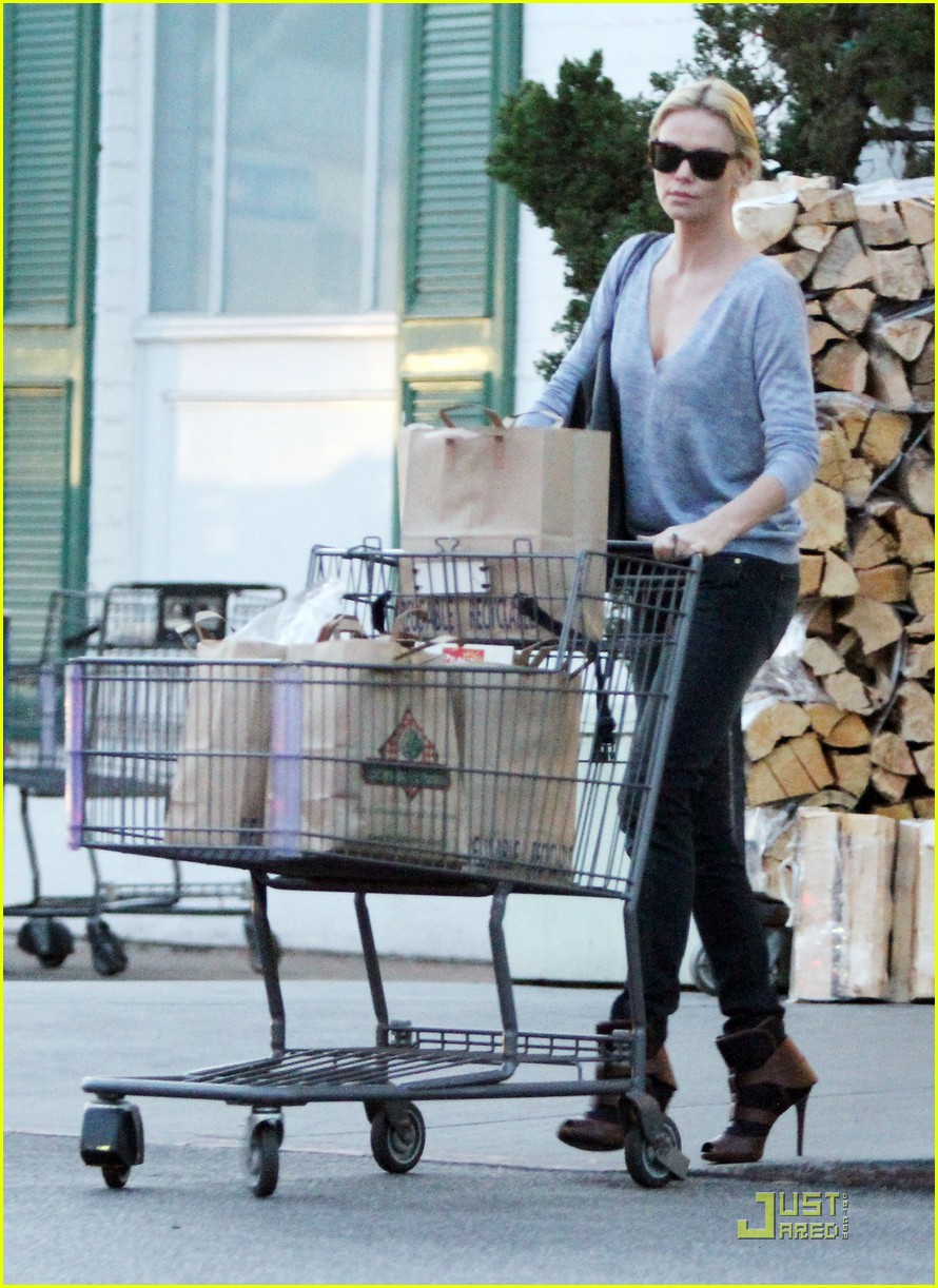 charlize theron grocery shopping 022509959