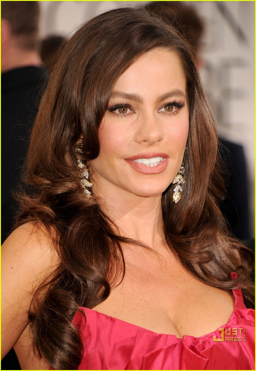 sofia vergara julia bowen golden globes red carpet 2011 112512026