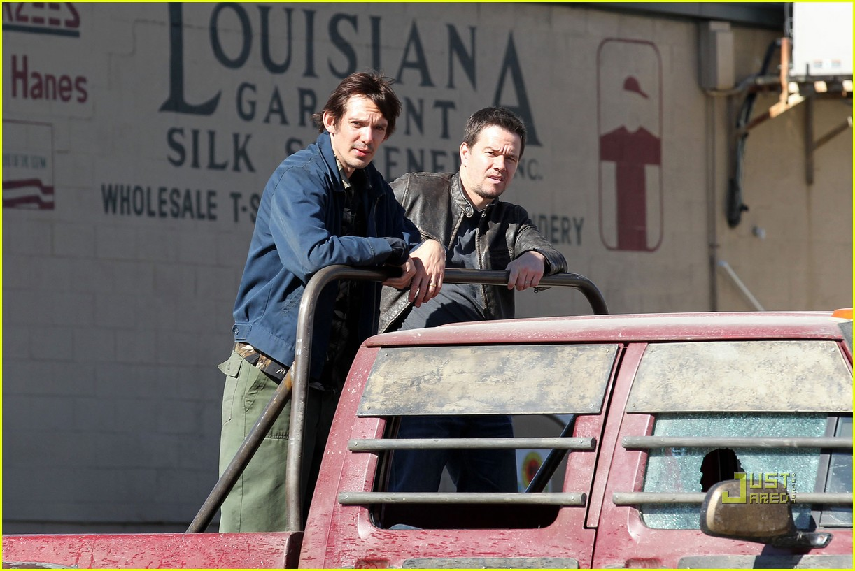 mark wahlberg lukas haas contraband set 012515853