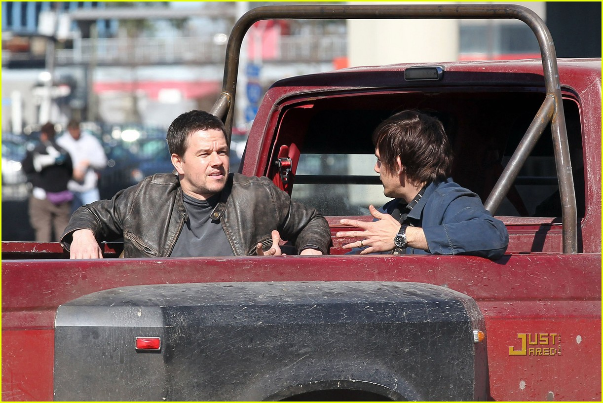 mark wahlberg lukas haas contraband set 032515855