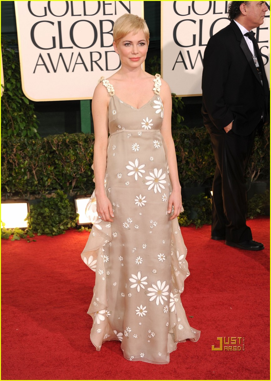 michelle williams 2011 golden globes red carpet 04