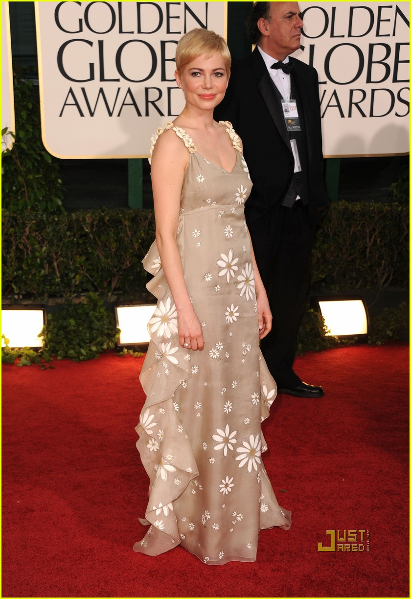 michelle williams 2011 golden globes red carpet 07