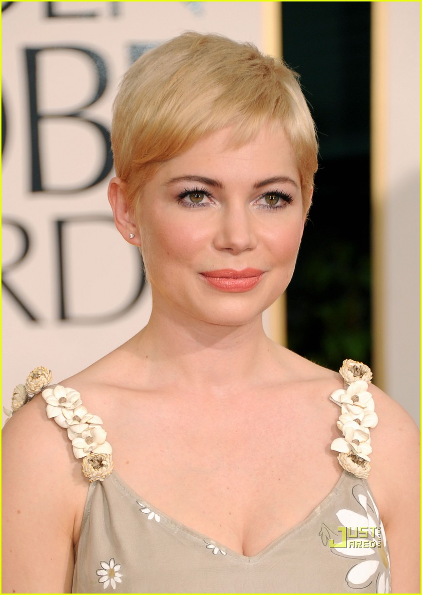 michelle williams 2011 golden globes red carpet 08
