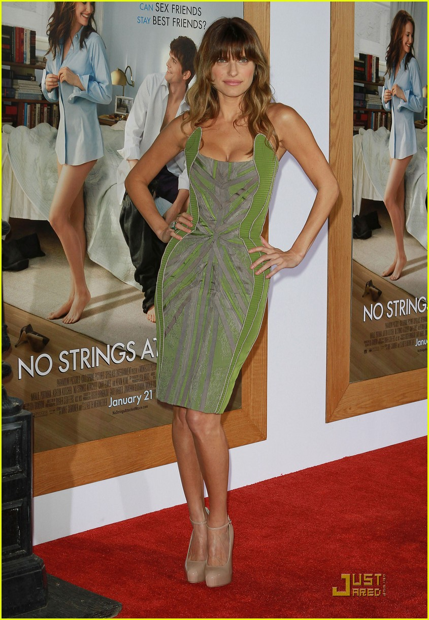 rumer willis lake bell no strings attached premiere 012510361
