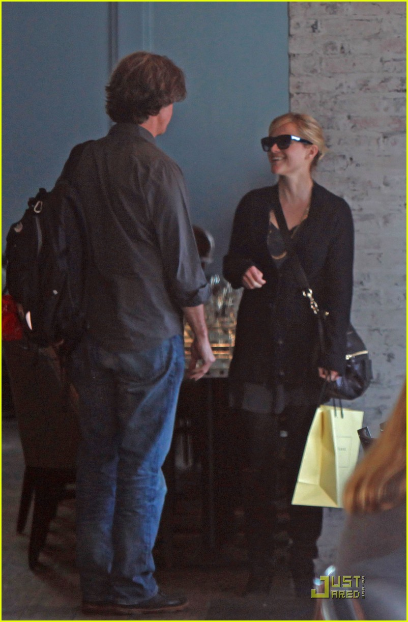 reese witherspoon hugs it out at tavern 062510920