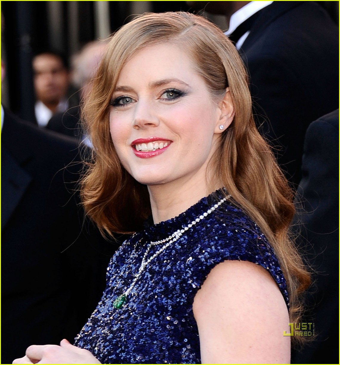 amy adams oscars 2011 red carpet 042523594