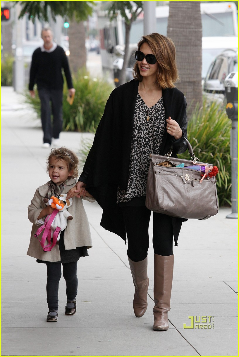 jessica alba honor deli lunch 01