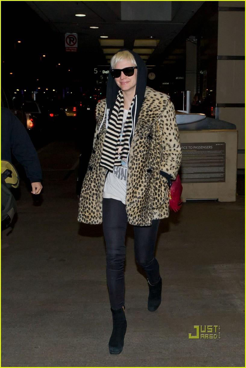 ashlee simpson leopard coat lax 052521908