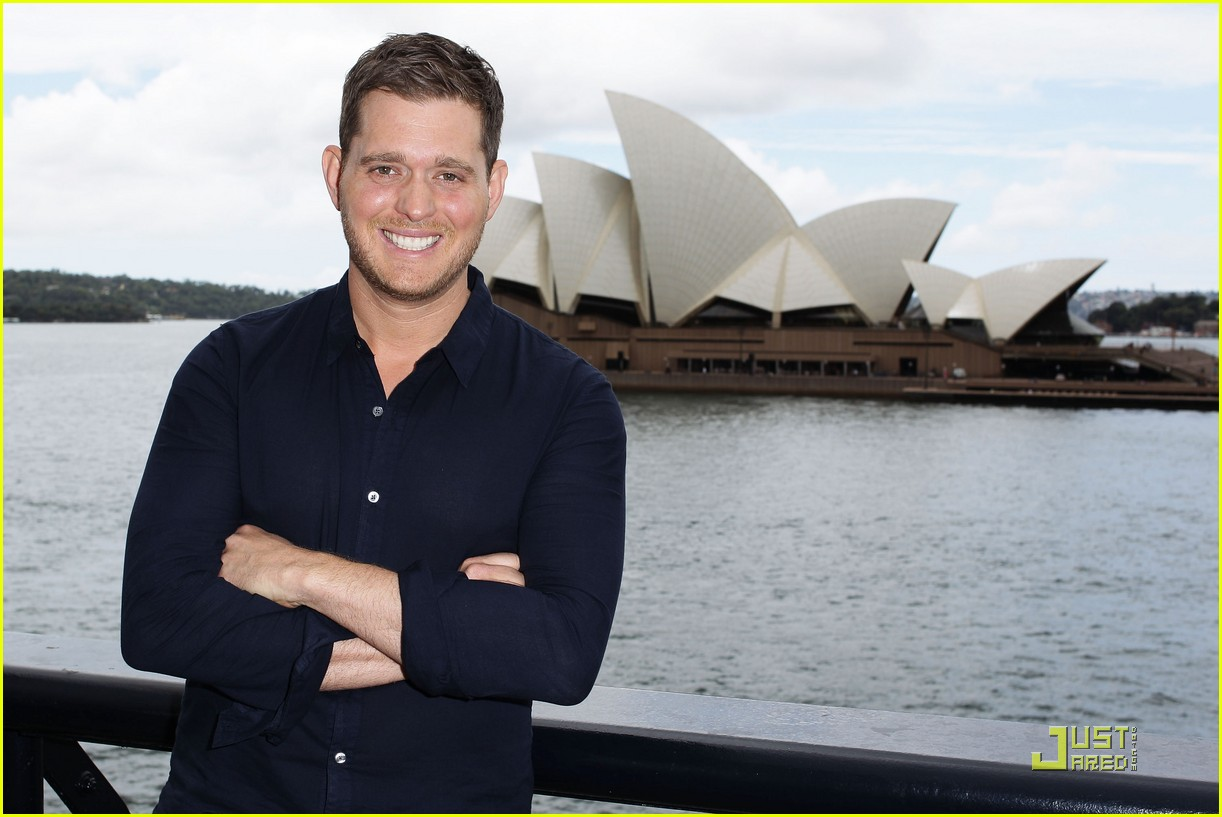 michael buble brings crazy love down under 062518348