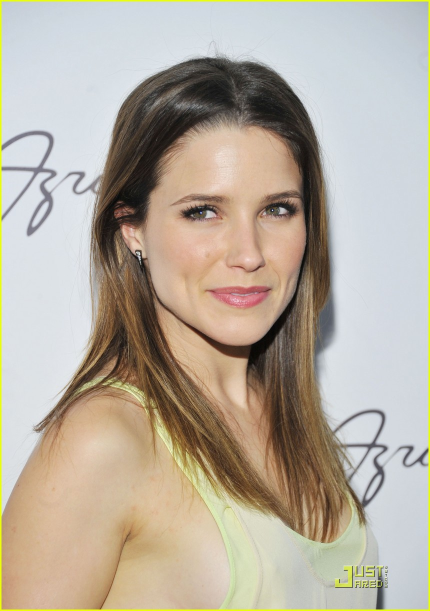 sophia bush backstage with max azria 012519618