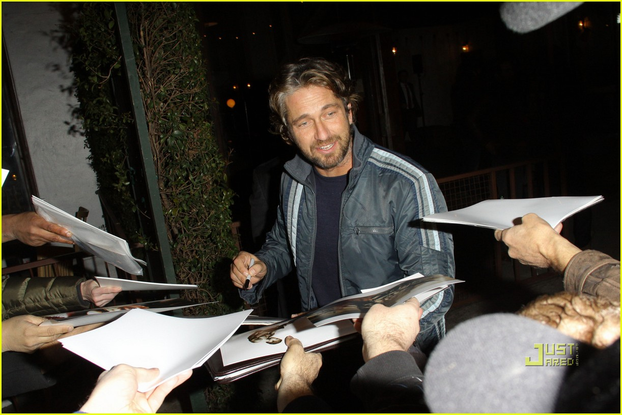 gerard butler vanity fair campaign hollywood 01