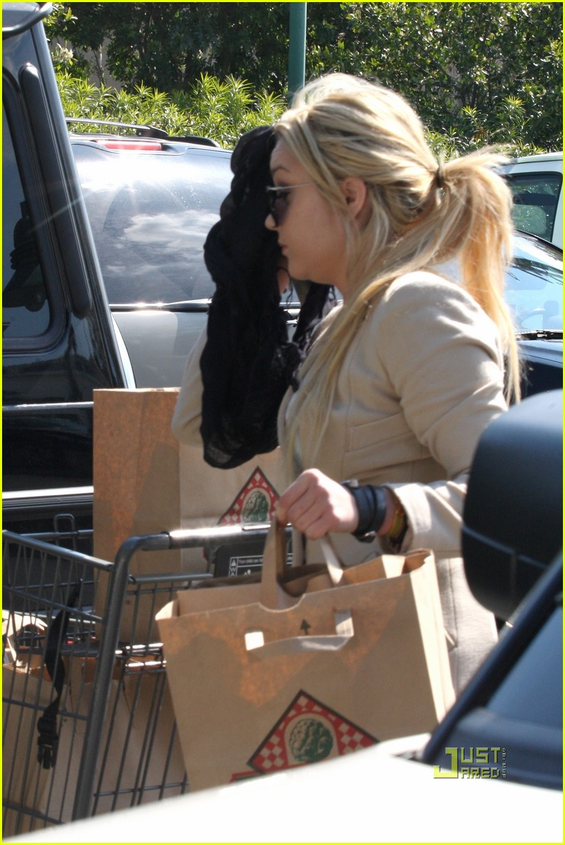 amanda bynes bristol farms grocery shopping 01