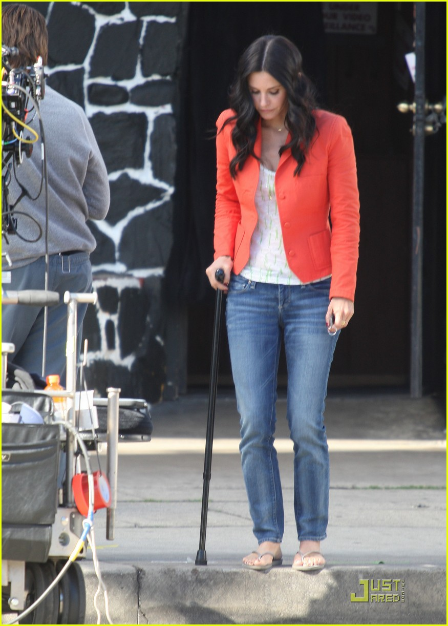 courteney cox cougar with a cane 062518580