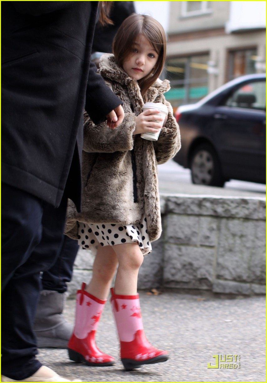 suri cruise hot cocoa cowgirl 02