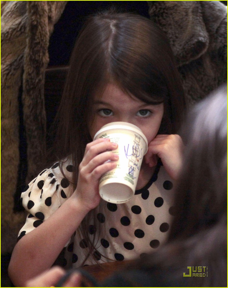 suri cruise hot cocoa cowgirl 07
