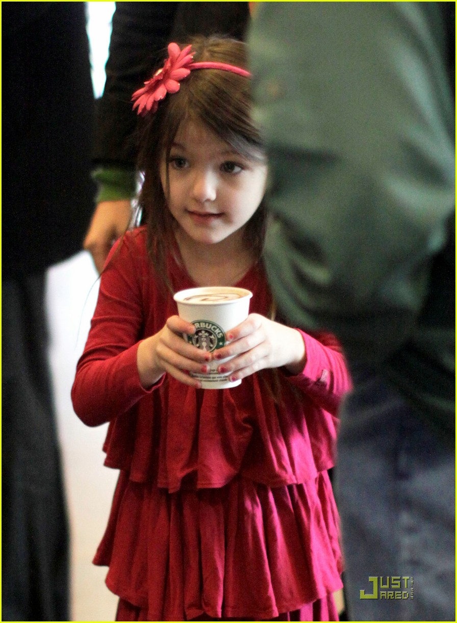 suri cruise starbucks 01