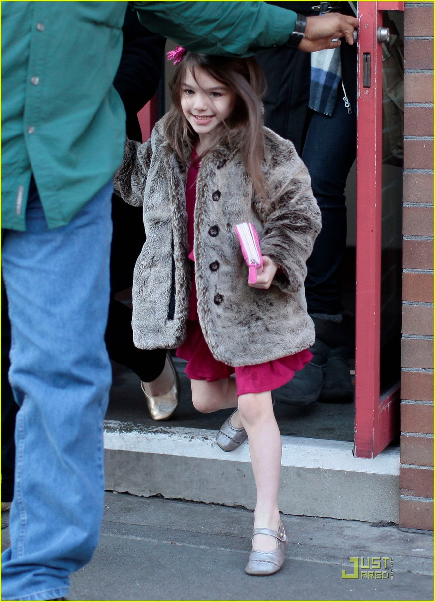 suri cruise starbucks 05