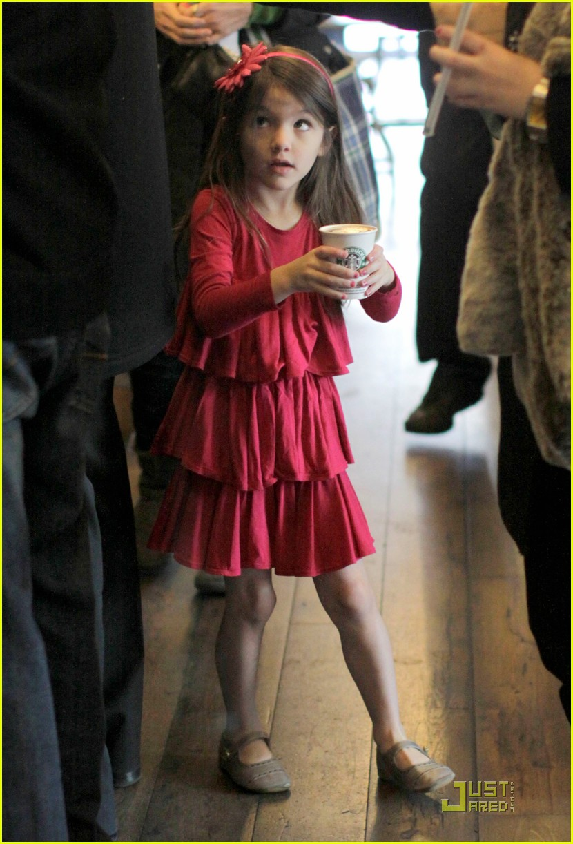 suri cruise starbucks 07