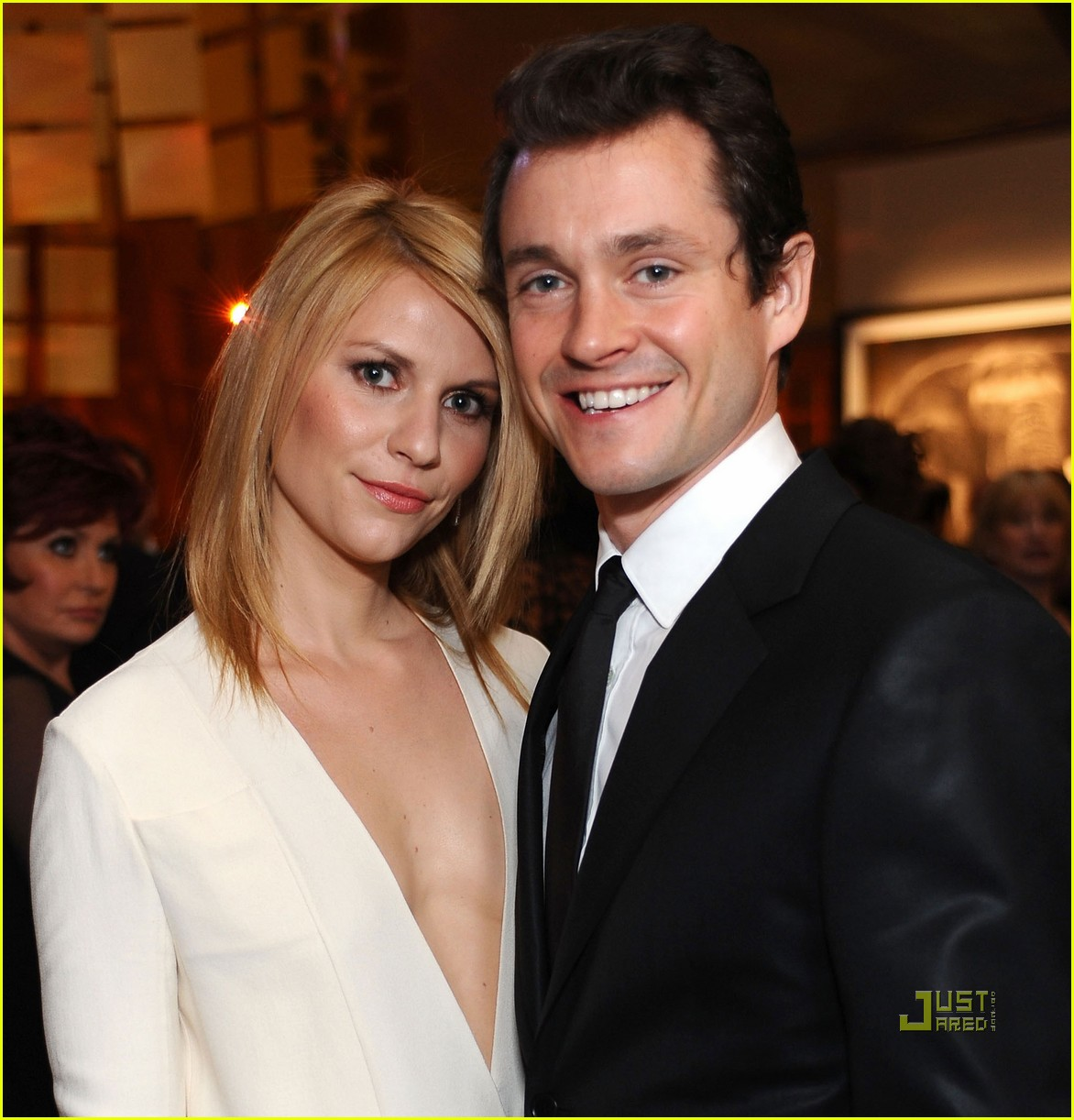 claire danes hugh dancy elton john aids foundation oscar viewing party 01