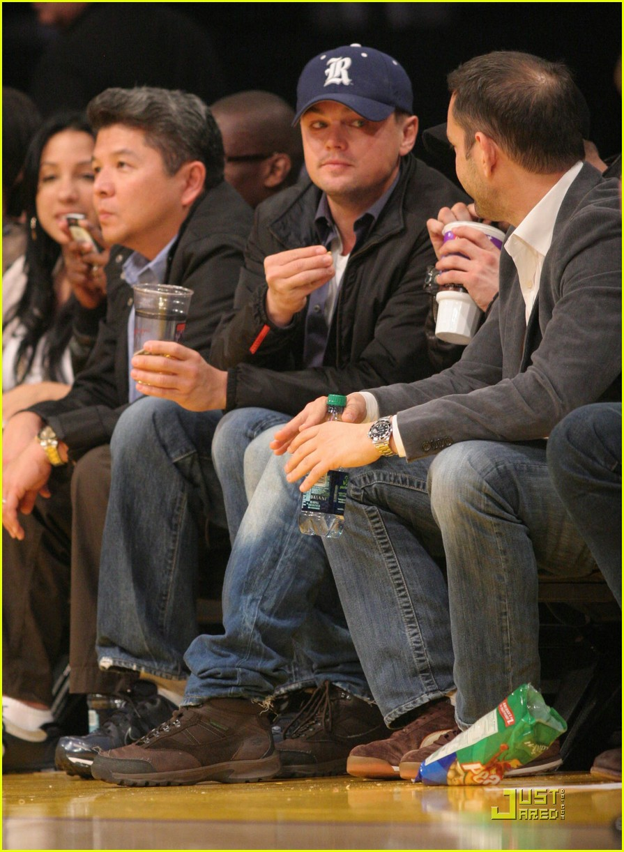 leonardo dicaprio sad the lakers lost 02