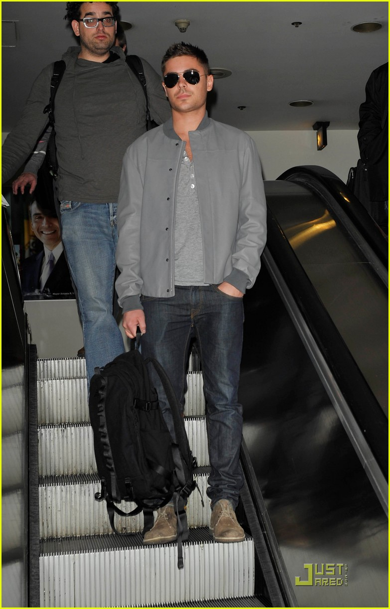 zac efron arrives lax 012518073
