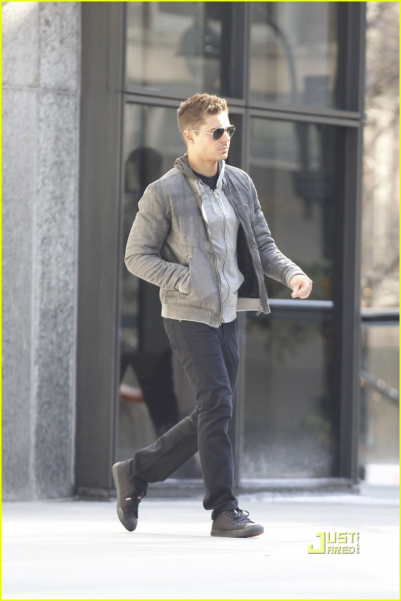 zac efron aviators new years eve 01
