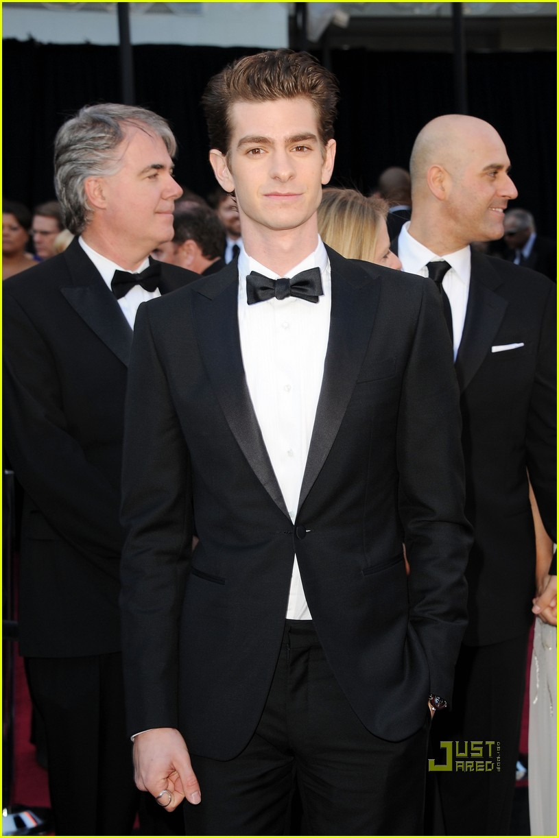 andrew garfield 2011 oscars red carpet 032523625
