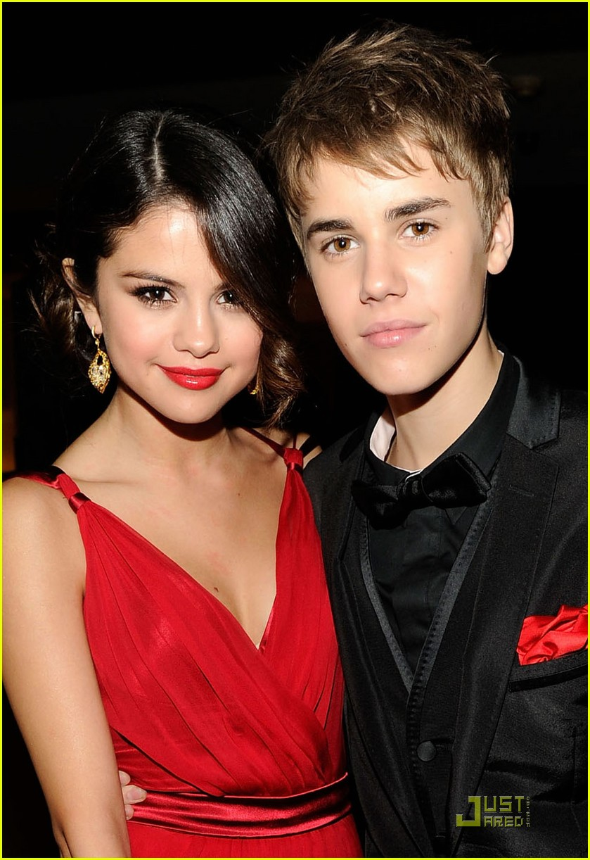 Justin Bieber Selena Gomez Holding Hands At Oscar Party Photo