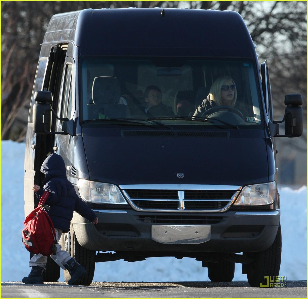 kate gosselin school pickup giant van 05