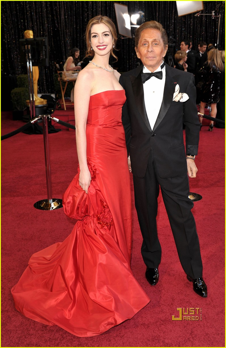 anne hathaway oscars red carpet 2011 01