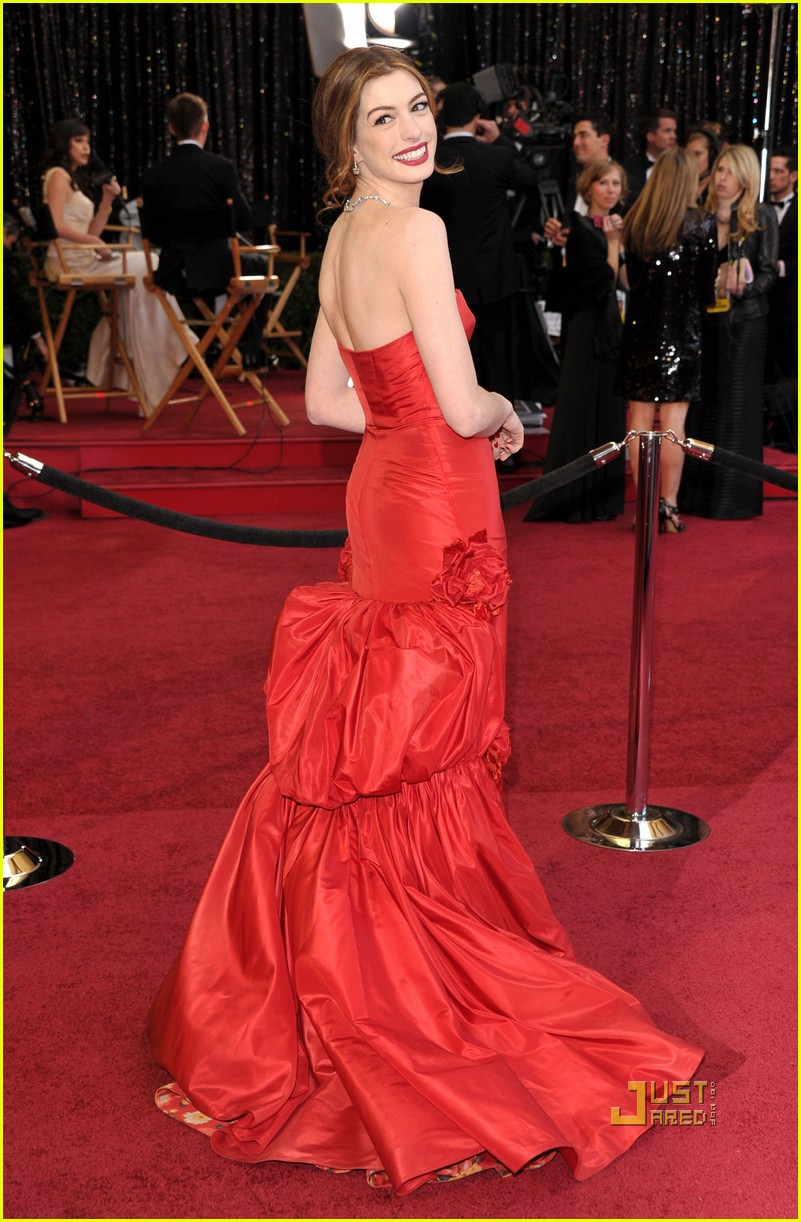 anne hathaway oscars red carpet 2011 032523578