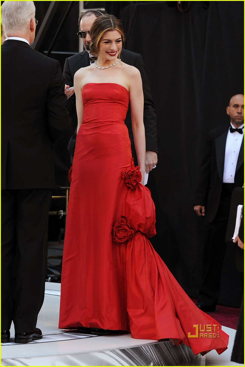 anne hathaway oscars red carpet 2011 062523581