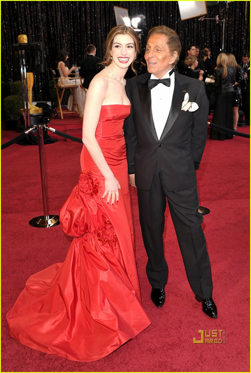 anne hathaway oscars red carpet 2011 122523587