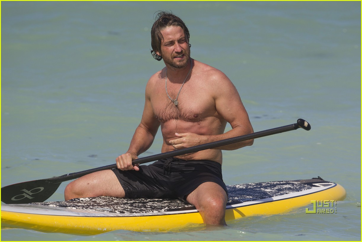 gerard butler windboarding hawaii 01