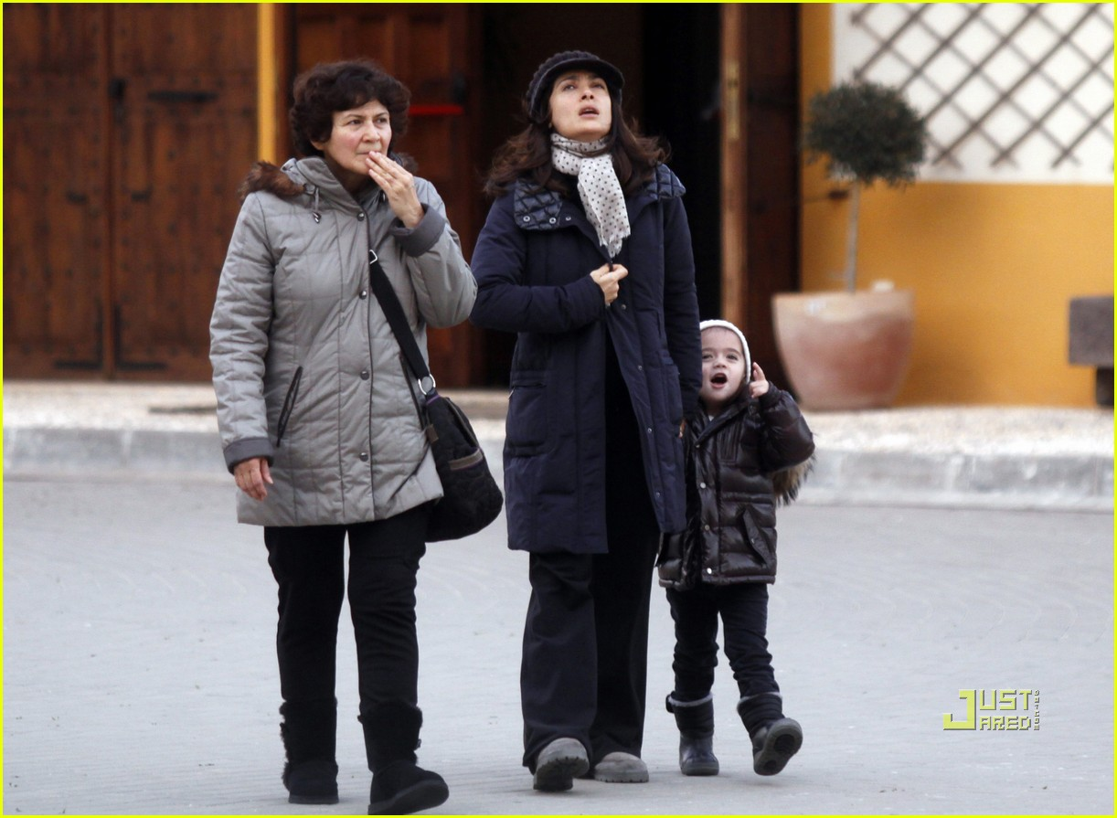 salma hayek valentina grandma stroll 01