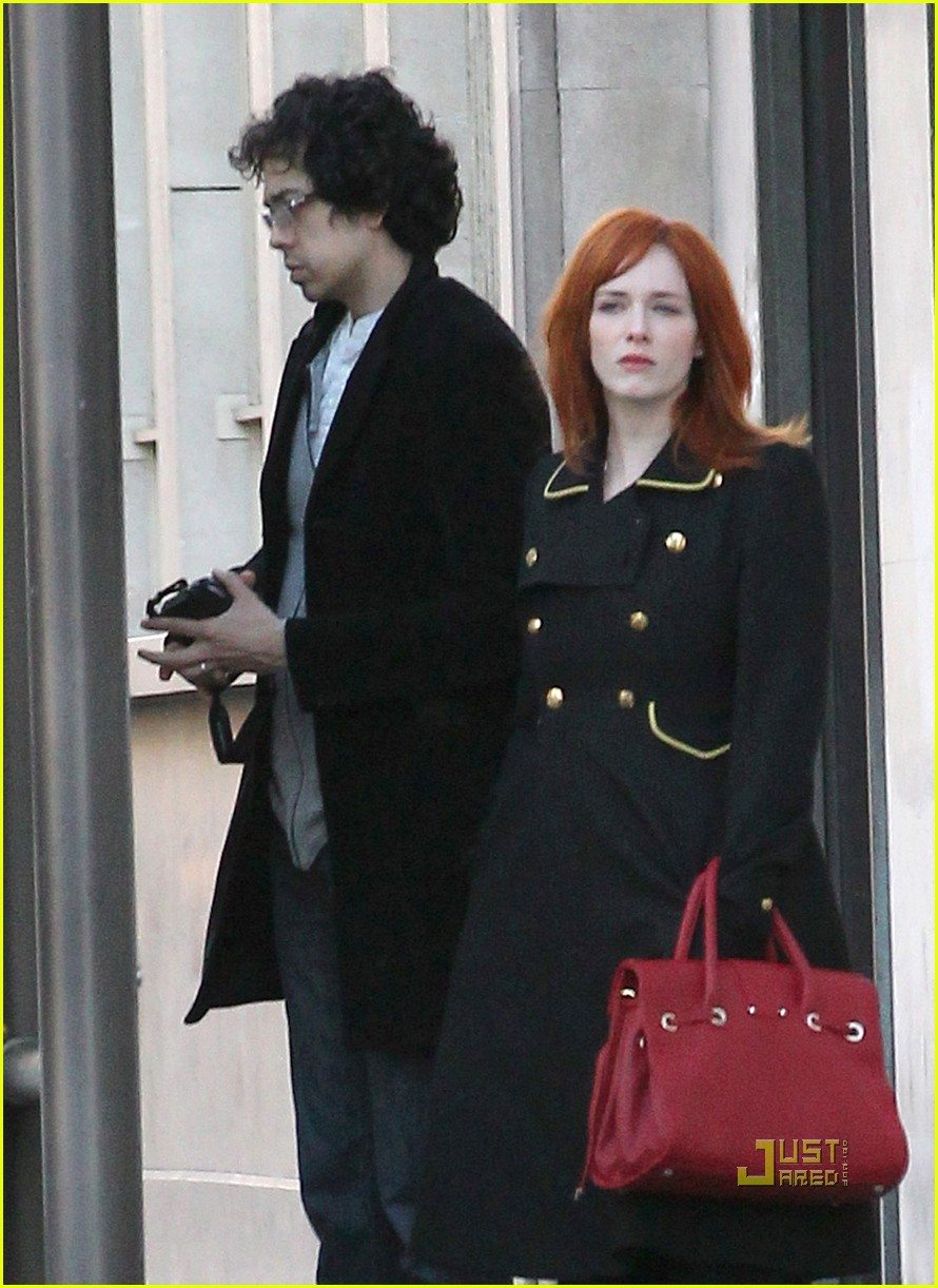 christina hendricks geoffrey arend paris shopping 06