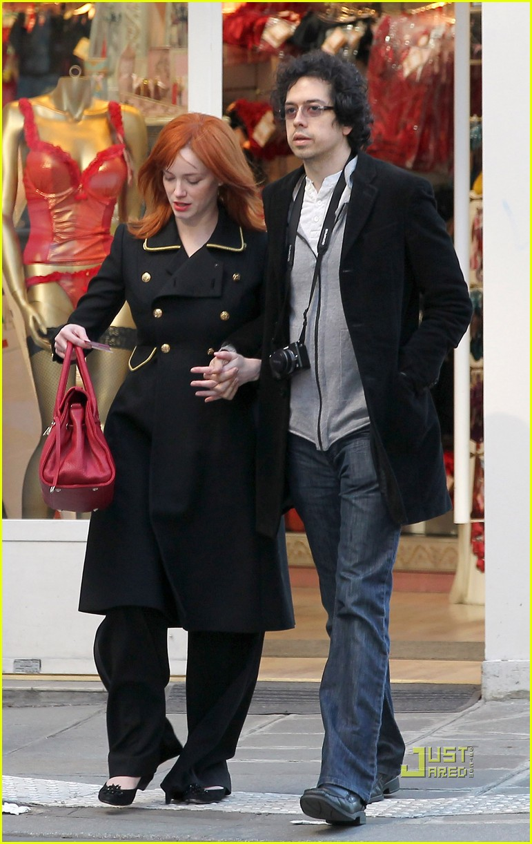 christina hendricks geoffrey arend paris shopping 08