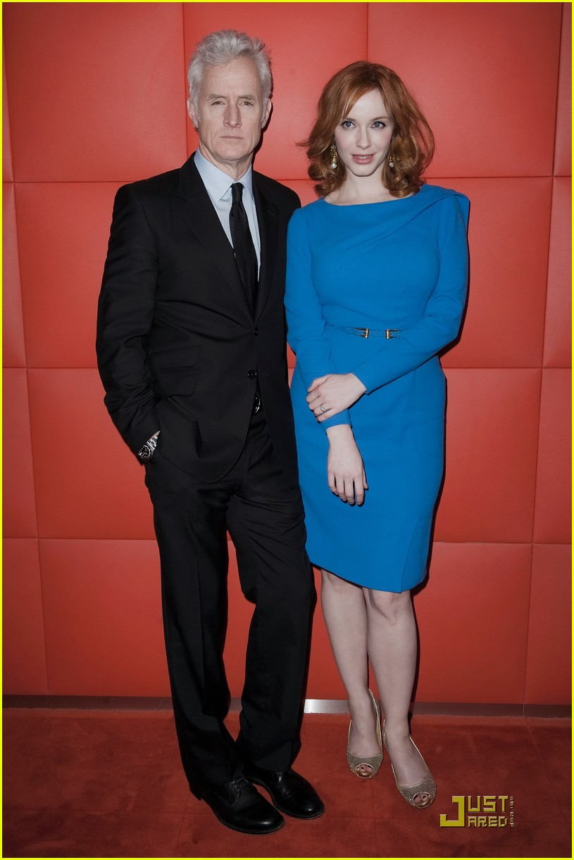 christina hendricks looks perfect in paris 16