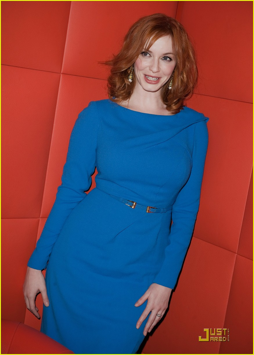 christina hendricks looks perfect in paris 17