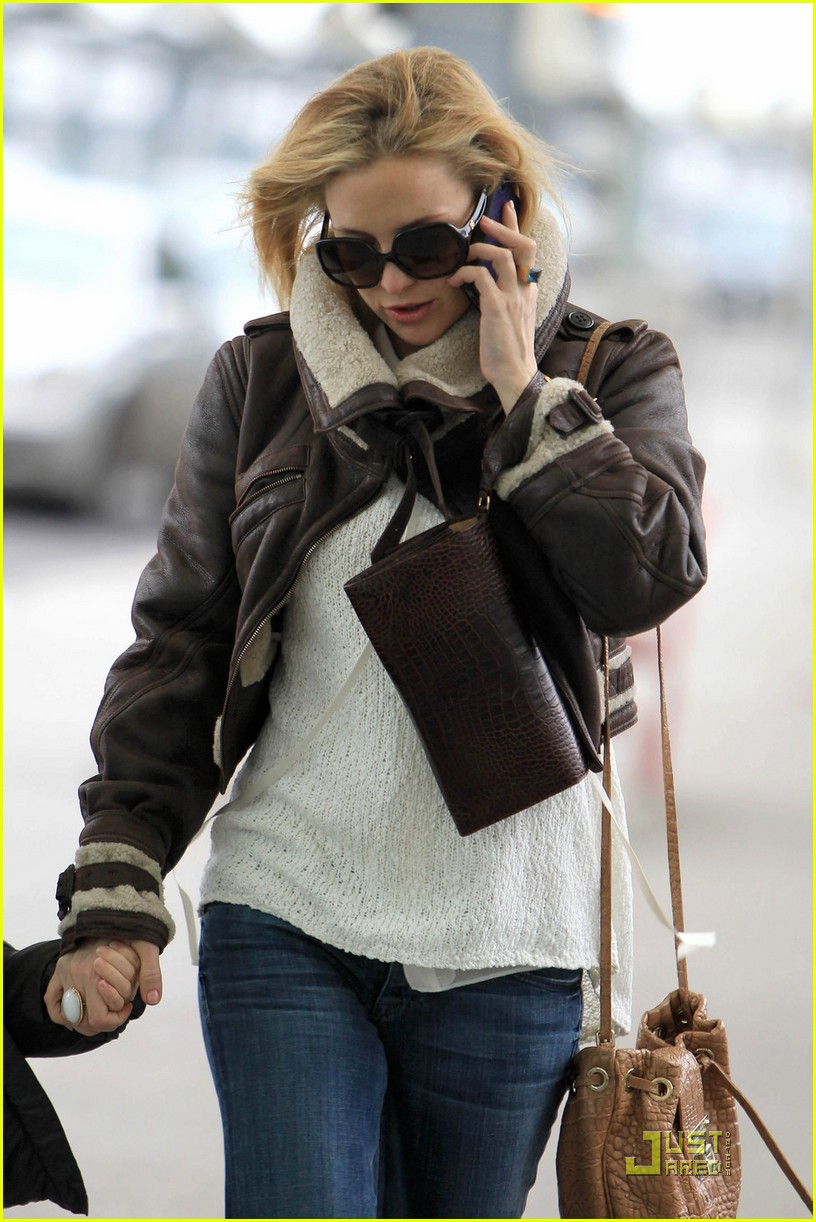 kate hudson back to los angeles 02