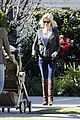 january jones walking dog 02