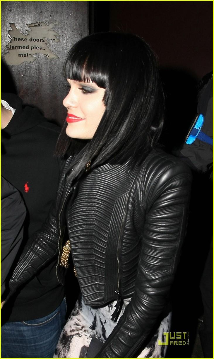jessie j loves performing in london 022518148