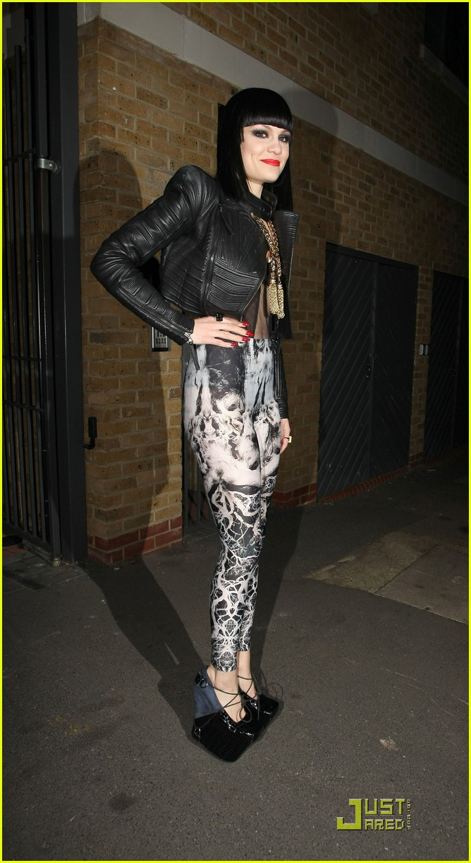 jessie j loves performing in london 05