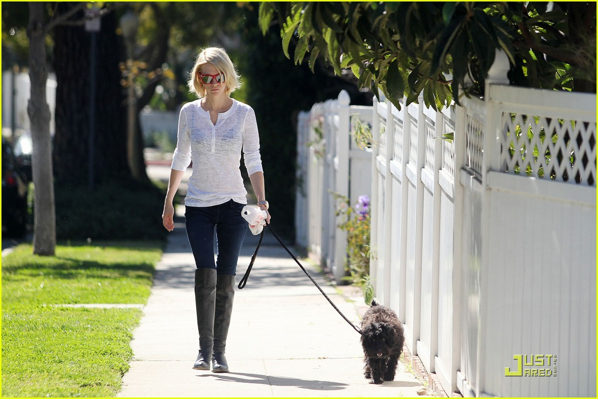january jones dog walking and shopping 01
