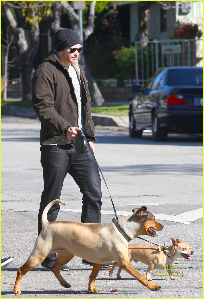 kellan lutz dog walking cdgas 042522319
