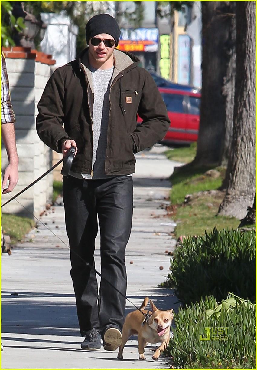 kellan lutz dog walking cdgas 062522321