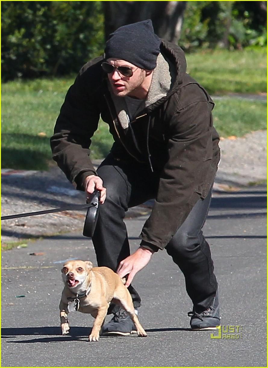 kellan lutz dog walking cdgas 162522331