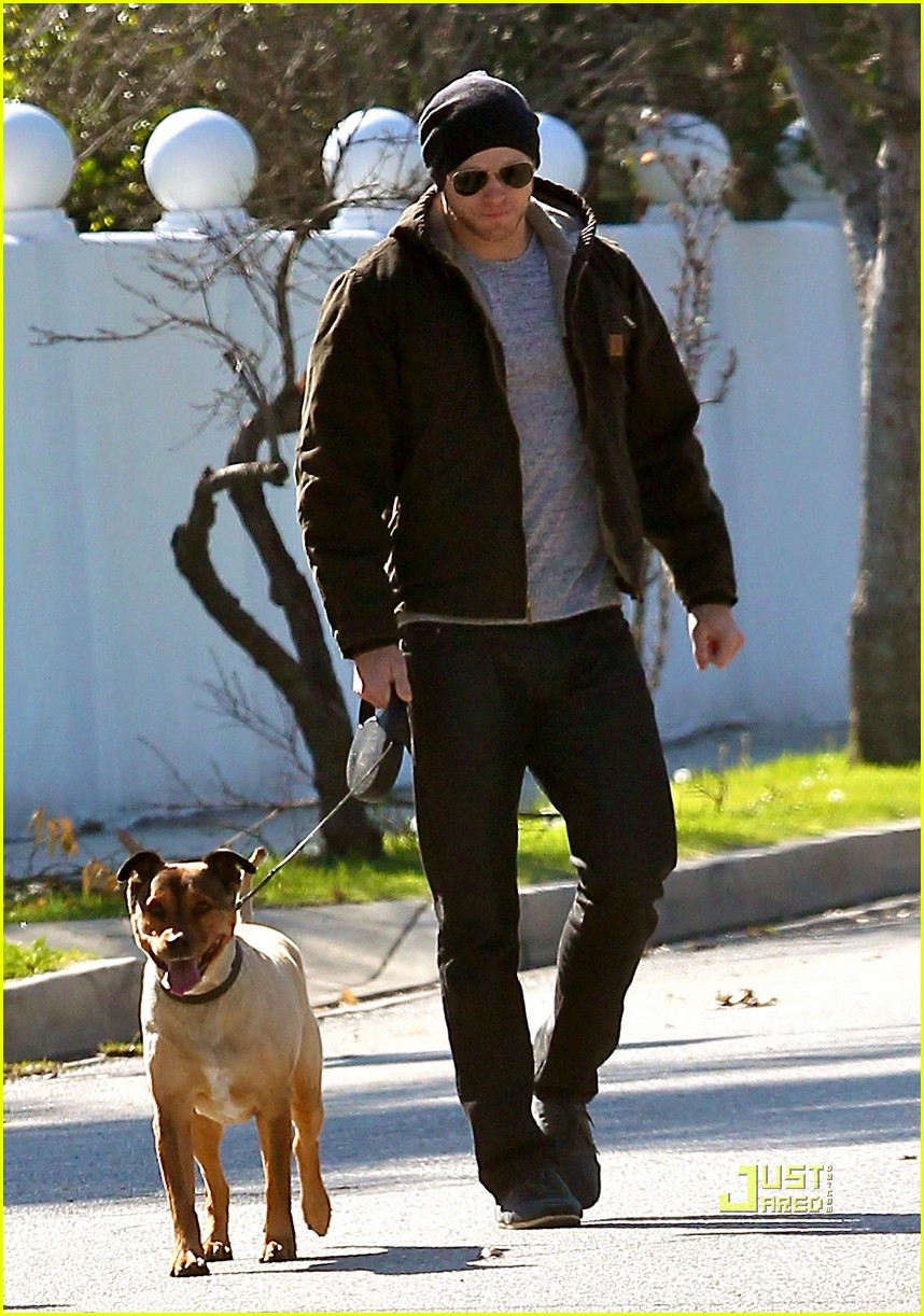 kellan lutz dog walking cdgas 182522333