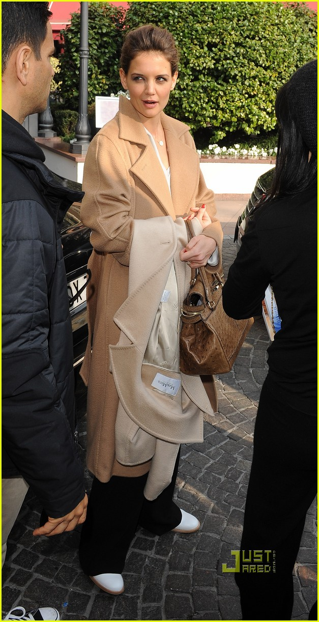 katie holmes milan mom max mara 03